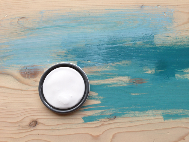 Modern beachy farmhouse table makeover DIY- Pocketful of Paint blog