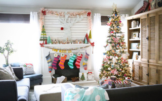 Bright Christmas Decor and Lace Garland