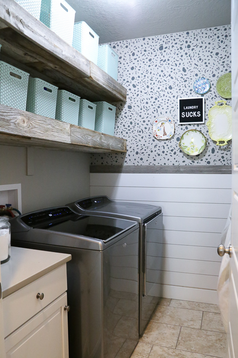 Laundry sucks, but your laundry room doesn't have to! Laundry room makeover from @PocketfulofPaint