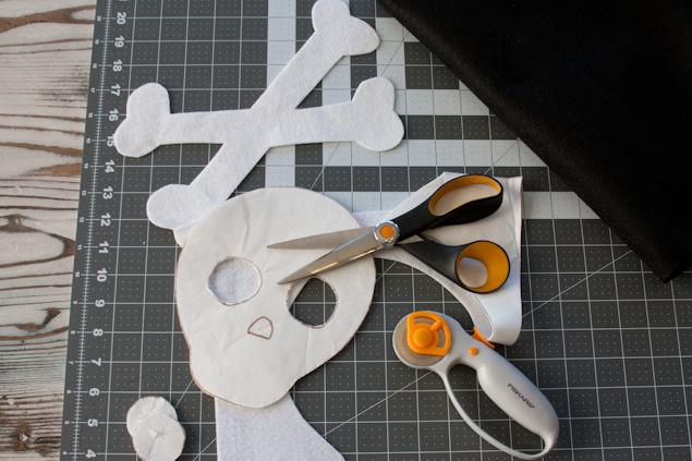 DIY Felt Skull Banner